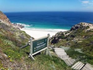Südafrika | Kapstadt, Kap-Halbinsel, Dias Beach. Hinweisschild und Treppen zum Strand