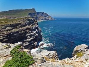 Südafrika | Kapstadt, Kap-Halbinsel, Panorama der Wanderung Richtung Kap der Guten Hoffnung. Blick auf die Küstenlinie und blaues Meer bei Sonnenschein