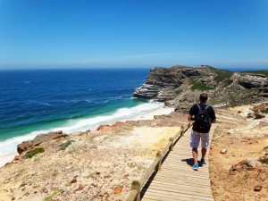 Südafrika | Kapstadt, Kap-Halbinsel, Wanderung zum Kap der Guten Hoffnung. Henning auf dem Weg entlang der Küste