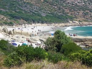 Südafrika | Kapstadt, Kap-Halbinsel Llandudno, FKK Baden in der Sandy Bay. Blick auf die Bucht mit nackten Badegästen