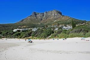Südafrika | Kapstadt, Kap-Halbinsel, Llandudno Beach Panorama der Stadt und der Bergkette im Inland