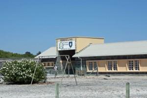 Südafrika | Kapstadt, Tour nach Robben Island zum Gefängnis in dem Nelson Mandela inhaftiert war. Blick auf den Eingang