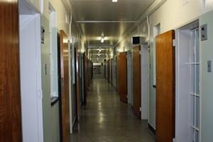Südafrika | Kapstadt, Robben Island Tour, Gefängnistrakt mit Blick auf die Zellen