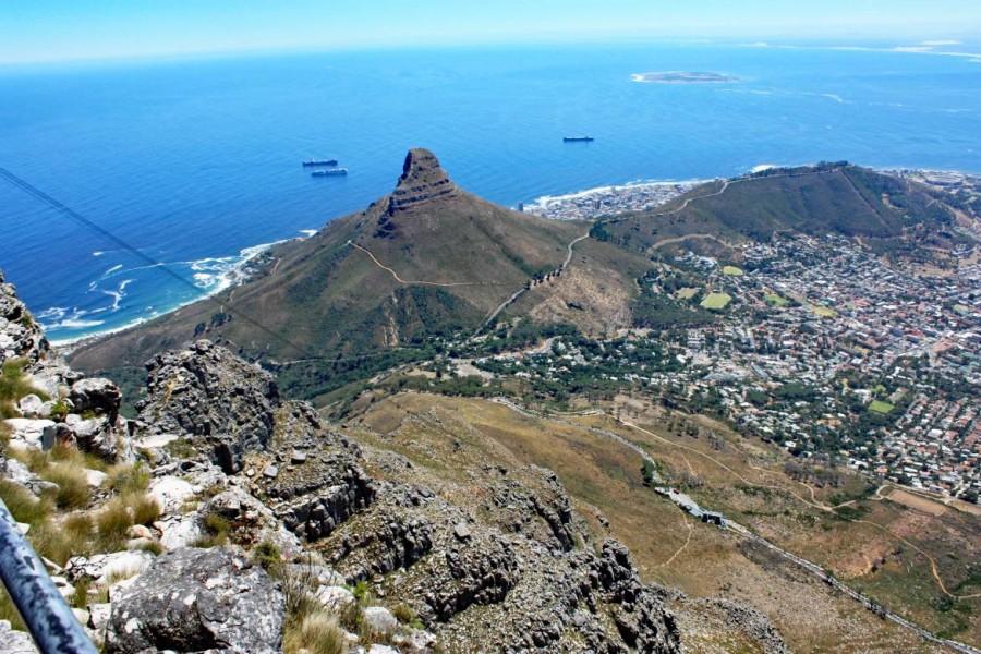 Südafrika | Kapstadt, Panorama vom Tafelberg auf Lions Head und Signal Hill. Blick auf die zum Table Mountain National Park gehörenden Berge