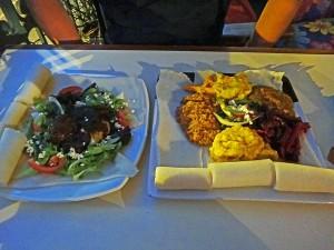 Südafrika | Kapstadt, Leckeres äthiopisches Essen im Timbuktu Cafe. Zwei Teller mit verschiedenen Köstlichkeiten in Nahaufnahme
