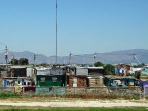 Südafrika | Townships bei Kapstadt. Blick auf Wellblech-Hütten der Schwarzen Bevölkerung