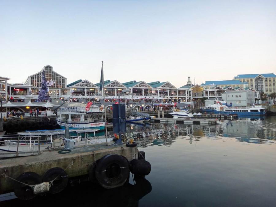 Südafrika | Kapstadt, Abendstimmung in der V&A Waterfront. Panorama auf die Restaurants im Hafen