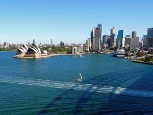 Australien | Sydney, Opera House und Skyline des Zentrums von der Harbour Bridge