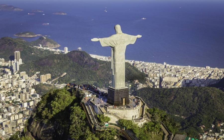 Brasilien | Rio de Janeiro, Der grüne Corcovado mit der über die Stadt wachenden Jesusstatue
