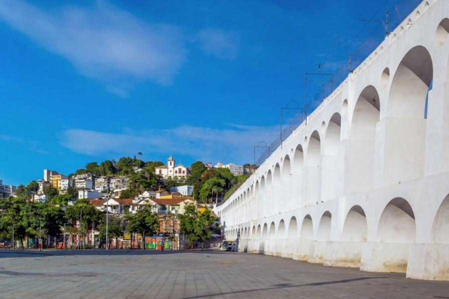 Rio de Janeiro | Sehenswürdigkeiten: Die weißen, zweistöckigen Bögen von Lapa sind ein sehr sehenswertes Aquädukt im gleichnamigen Stadtteil