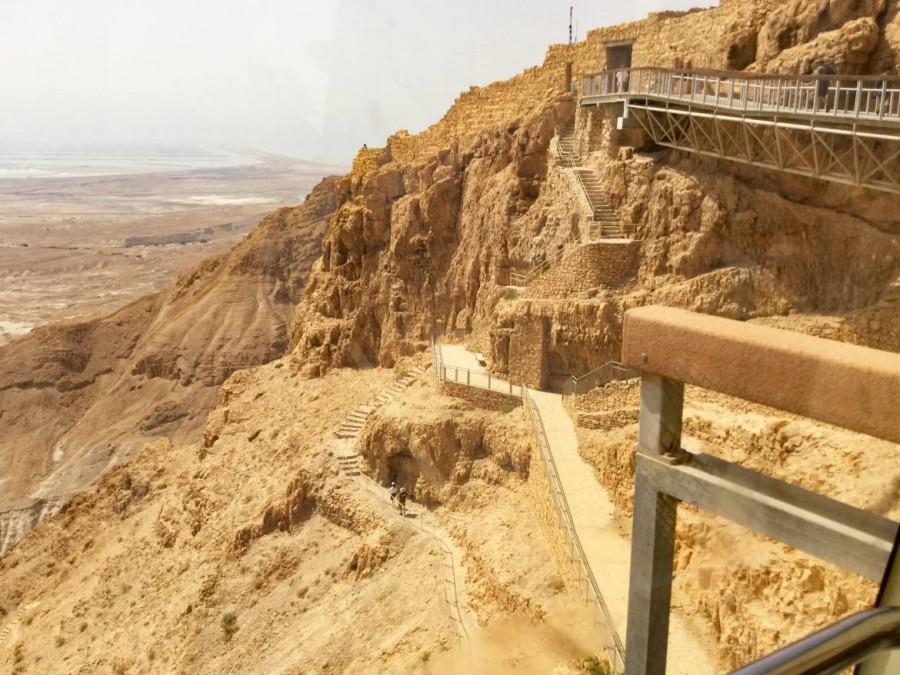 Masada | Der Fußweg zur Festung über den Schlangenpfad ist zwar nicht lang, kann an heißen Tagen aber sehr anstrengend werden