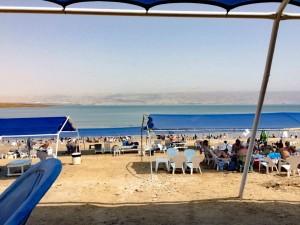Totes Meer | Der Kalia Beach ist nur einer der zahlreichen Strände und lässt sich schnell aus Jerusalem erreichen. Er bietet viele Sitzgelegenheiten und schattige Orte