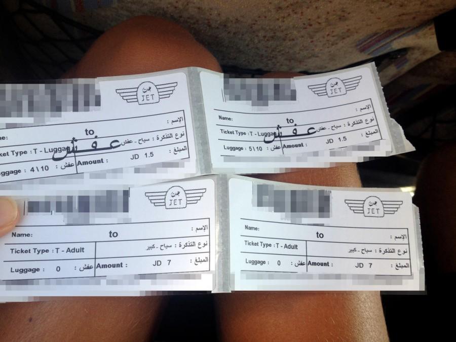 Grenze | Israel - Jordanien, schwarz-weiße Tickets für die Fahrt zwischen den Terminals