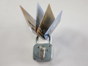 Kartensperrung   Auf einer Reise ist es im Fall von Verlust oder Diebstahl praktisch, seine Daten auf einer Checkliste parat zu haben