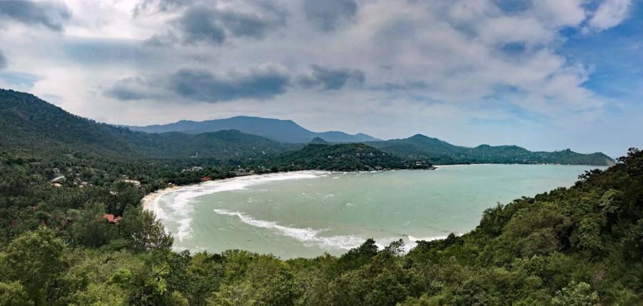 Thailand | Koh Phangan, Ao Thong Nai Pan Noi Yai Panorama vom Berg aus ganz im Osten der Bucht. Blaues Meer, grüner Urwald im Insel-Inneren