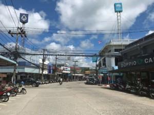 Thailand | Koh Phangan, Hauptstraße von Thongsala wo sich viele Shops, Restaurants & Cafés befinden
