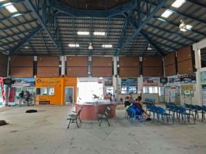 Thailand | Koh Phangan, Wartehalle zur Abfahrt mit der Fähre am Pier in Thongsala