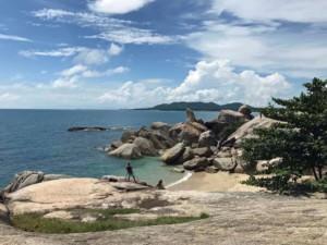 Thailand |Koh Samui Hin Ta Hin Yai Rocks, Grandma & Grandfather oder Großmutter & Großvater Felsen. Blick auf die Steine, das Meer bei Sonnenschein