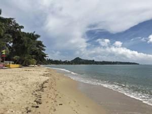 Thailand |Koh Samui, Lamai Beach, einer der beliebtesten Strände im Osten der Insel. Blick auf das Meer, feinen Sandstrand, Palmen