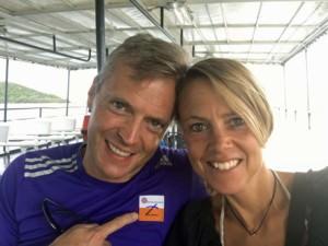 Thailand |Auf der Fähre von Koh Phangan nach Koh Samui zur Tages-Tour mit dem Roller über die Insel. Selfie Karin und Henning