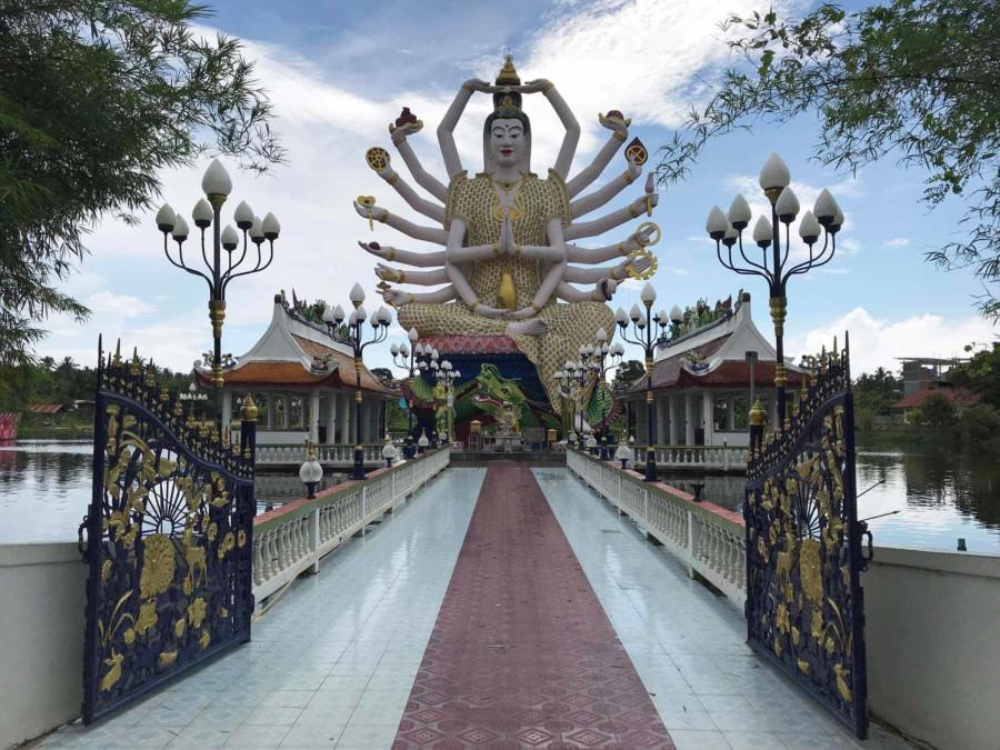 Thailand |Koh Samui, Wat Plai Laem Tempel. Große Buddha-Figur mit mehreren Armen