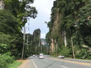 Thailand |Kreidefelsen aus Kalkstein auf dem Weg von Krabi zum Ao Nang Beach