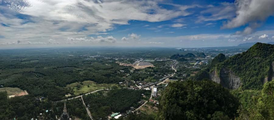 Thailand |Krabi, Wat Tham Sua oder Tiger Cave Tempel Berg-Panorama nach anstrengendem Aufstieg