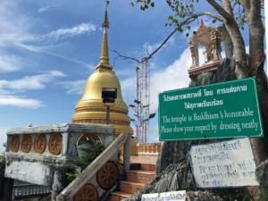 Thailand | Geschafft! Die letzen Stufen nach oben im Tiger Cave Tempel, der Top-Sehenswürdigkeit bei Krabi