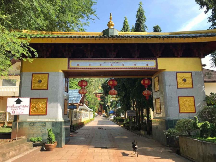Thailand | Krabi, Eingang zum Tiger Cave Tempel oder Wat Tham Sua