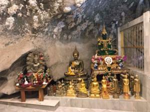 Thailand | Sehenswürdigkeiten und interessante Orte gibt es viele in Krabi, Wat Tham Sua, Buddha Statuen im Inneren des Tigercave Tempel