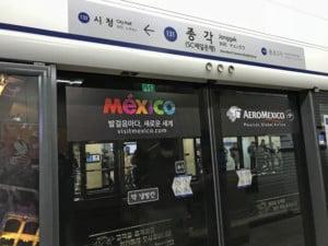 Südkorea | Seoul, Jonggak Station, Eingang zur Metro, wenn der Zug einfährt