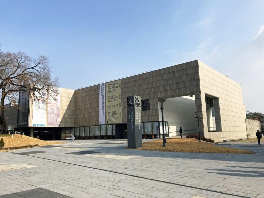 Südkorea | Seoul, National Museum Modern Contemporary Art. Blick auf das Museum bei blauem Himmel