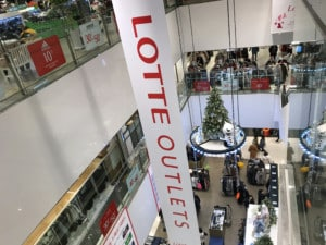 Seoul Station Shopping Center Lotte Outlets. Blick auf das Innere in der Mall