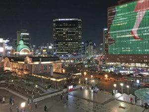 Südkorea | Seoul Station im Stadtteil Dongia-dong. Blick auf die Lichter der Hochhäuser und den Bahnhof bei Nacht