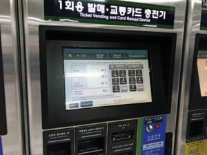 Südkorea |Display des Automaten zum Kauf von Metro-Tickets bzw. zum Karten-Aufladen, Automaten-Guide