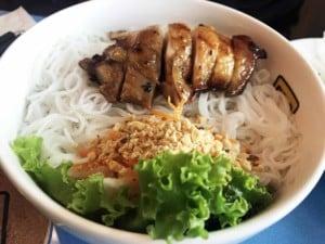 Auch vietnamesisch wird in China gegessen, hier Bun Cha mit Chicken