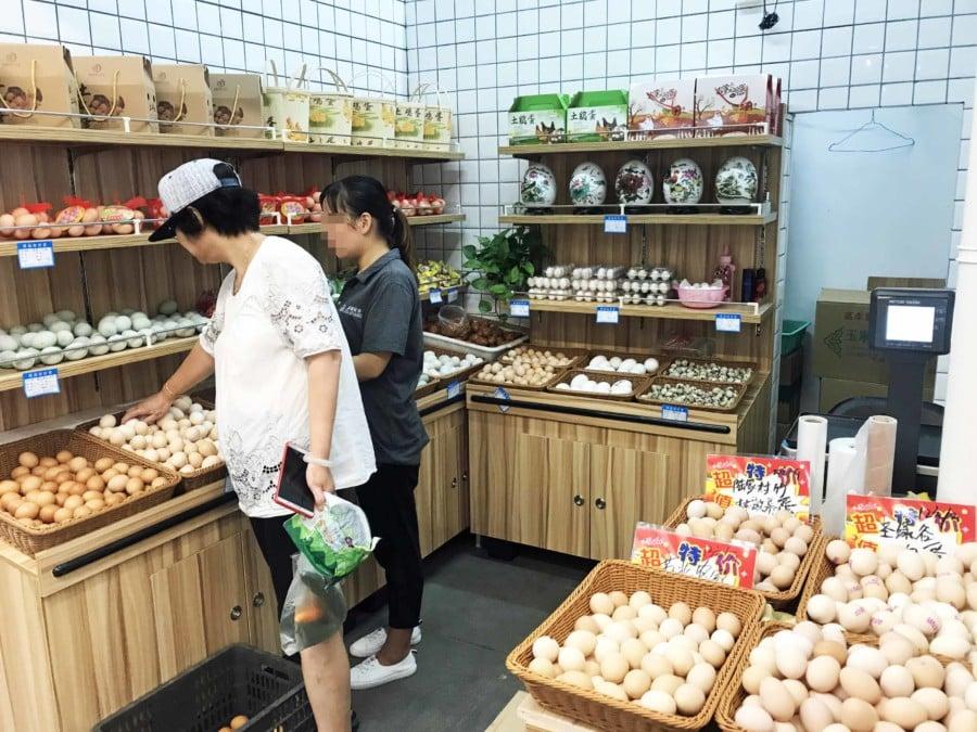 Eier werden in China nahezu täglich gegessen, beliebt sind Tee-Eier als Snack