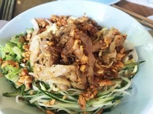 Vietnamesischer Reisnudelsalat mit Hühnchen