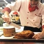 Essen in China: Pekingente fachmännisch tranchiert