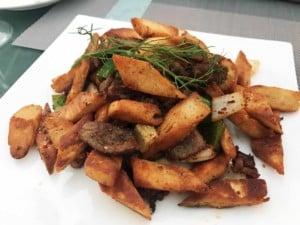 Essen in China: scharfe Sichuan Küche. gebratenes Lamm mit Brot
