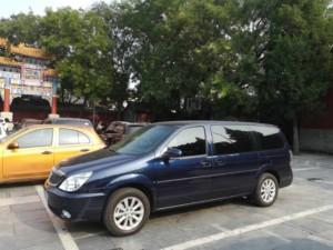 Fortbewegung in der Stadt Peking: Pick Up von einem privaten Fahrer, hier das Auto von Jonny