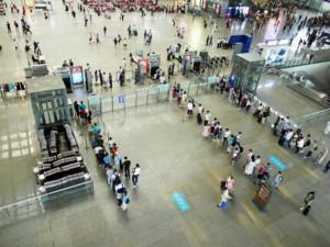 Sicherheitskontrollen am Bahnhof in Hangzhou