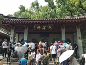 Sehenswürdigkeiten & interessante Orte in Hangzhou: Eingang zum Lingyin Tempel am Westsee, West Lake im Norden