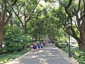 Tipps: Facettenreich und oft im Schatten ist der Spaziergang um den Westsee, West Lake