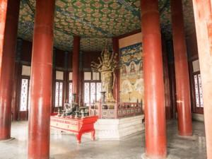 Statue mit mehreren Armen im Lama Tempel, Yonghegong