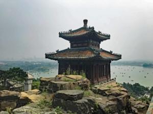 Ausblick im Neuen Sommerpalast auf den Kunming-See