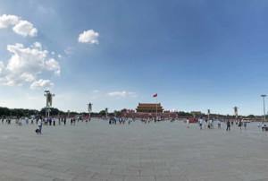 Guide der Hauptstadt Peking: Tiananmen Platz mit Blick zum Tor des himmlischen Frieden