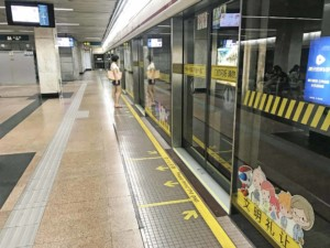 Geregeltes Ein- und Aussteigen bei der Metro