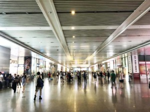 Fortbewegung in Shanghai: Shanghai Railway Station Innen