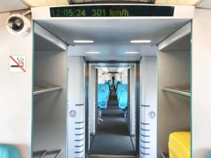 Fortbewegung vom Flughafen: Transrapid Shanghai Maglev Train (SMT) von Innen
